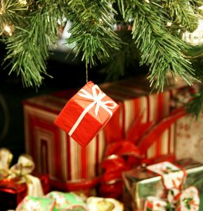 christmas-gifts-2-1121740-m